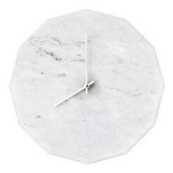 Dette er vores Marble Bianco model med sølv visere