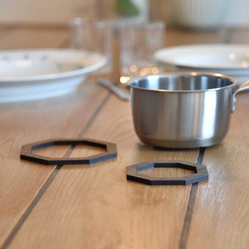 Miljøbillede af vores Octo bordskåner i Dark Oak