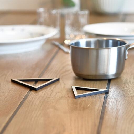 Miljøbillede af vores Triangle bordskåner i Light Oak