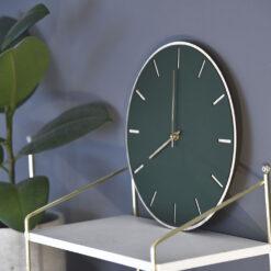 Miljøbillede af vores Conifer Oak model med guld visere