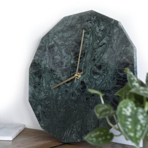 Miljøbillede af vores Marble Verde modul med guld visere